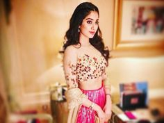 Sridevi's daughter Jhanvi Kapoor flaunts her thumkas in this video and looks Bollywood ready