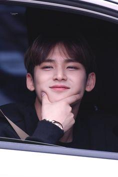 "IRRESISTIBLE on Twitter: ""𝟐𝟎𝟏𝟗 𝐖𝐈𝐓𝐇 𝐌𝐈𝐍𝐆𝐘𝐔 𝘣𝘺 𝘐𝘳𝘳𝘦𝘴𝘪𝘴𝘵𝘪𝘣𝘭𝘦. 민규와 함께한 행복한 한 해였다 🥳 #민규 #MINGYU #세븐틴 #SEVENTEEN… "" Woozi, Jeonghan, Wonwoo, The8, Seungkwan, Vernon, Going Seventeen, Mingyu Seventeen, Kim Min Gyu"