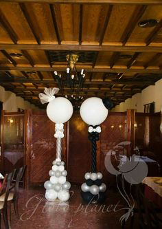 Bride  and groom balloon deco