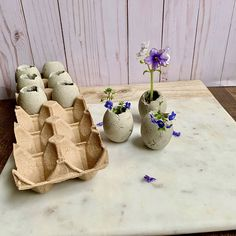 Easy DIY Cement Egg Planters For Easter How to make concrete Easter egg planters by casting cement into a real eggshell mould. Here's a quick tutorial on how to DIY these cute egg planters with drainage holes. Cement Art, Concrete Crafts, Concrete Art, Concrete Projects, Concrete Casting, Concrete Furniture, Urban Furniture, Polished Concrete, Diy Concrete Planters