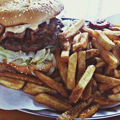 Hamburger Heaven in Berlin, Berlin Berlin Food, Berlin Berlin, Chili Cheese Fries, French Fries, Hamburger, Heaven, Tasty, Breakfast, Ethnic Recipes