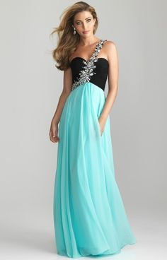 I love this dress!  Too bad I will never have anywhere to where it too
