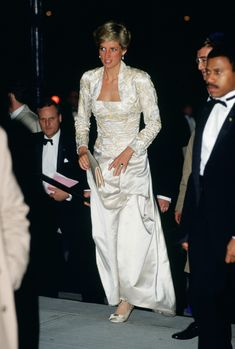 UNITED STATES - FEBRUARY 02:  Diana, Princess of Wales wears a dress designed by Victor Edelstein to the Brooklyn Academy of Music to see the Welsh National Opera Gala production of 'Falstaff'  (Photo by Tim Graham/Getty Images) via @AOL_Lifestyle Read more: https://www.aol.com/article/entertainment/2017/08/31/princess-diana-crash-firefighter-speaks-out/23192433/?a_dgi=aolshare_pinterest#fullscreen