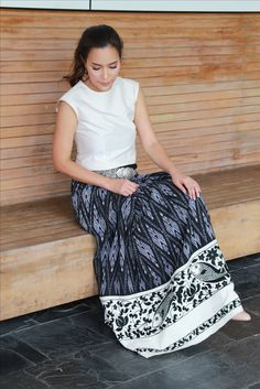 African Traditional Wedding Dress, Thai Traditional Dress, Traditional Outfits, Model Dress Batik, Batik Dress, Silk Dress, Thailand Fashion, Thai Fashion, Batik Fashion