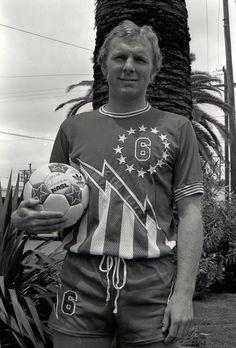 Bobby Moore whilst with San Antonio Thunder, USA Table Football, Retro Football, Vintage Football, Football Soccer, Football Players, North American Soccer League, Bobby Moore, Football Memorabilia, Association Football