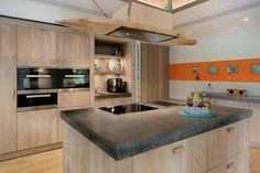 Top Kitchen Cabinet Manufacturers – Where to Go When Picking Your Cabinet Best Kitchen Cabinets, Kitchen Tops, Kitchen Island, Kitchen Cabinet Manufacturers, Kitchen Dinning Room, Kitchen Interior, Cool Kitchens, Sweet Home, Home Decor