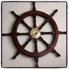 Drewniane koło sterowe - morski symbol przywództwa, żeglarski prezent, alegoria trzymania steru władzy, marynistyczny synonim kapitańskiej odpowiedzialności za siebie, załogę i statek, właściwych decyzji i dobrych kursów, dobrego dowództwa i bezpiecznego powrotu do portu, ponadczasowy żeglarski upominek, nobilitujący element morskiego wystroju wnętrz,  morski styl, prezent dla Żeglarza http://Sklep.marynistyka.org http://Sklep.marynistyka.pl http://Marynistyka.eu