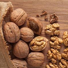 Know the complete details about walnuts. Health benefits of walnuts, nutrition facts, and scientific name. The advantages of eating walnuts. Edamame, Health Benefits Of Walnuts, Fall Treats, Health Desserts, Health Problems, Superfoods, The Cure, Healthy Eating, Healthy Cooking