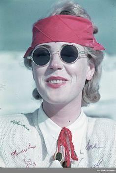 Skidåkning. Kvinna med solskydd och solglasögon. Fotograf: Gunnar Lundh, 1941