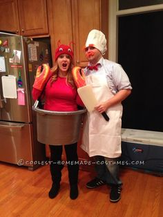 Super-Easy Homemade Costume for Couples: Swedish Chef and Lobster in a Pot Two Person Costumes, Two Person Halloween Costumes, Halloween Costume Contest, Halloween Kostüm, Family Halloween, Diy Halloween Costumes, Halloween Couples, Zombie Costumes, Halloween Decorations