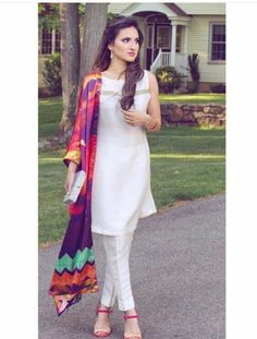 White salwar kameez and colorful dupattas are never off trend Salwar Designs, Blouse Designs, Latest Salwar Suit Designs, Indian Attire, Indian Wear, Pakistani Outfits, Indian Outfits, Anarkali, Lehenga