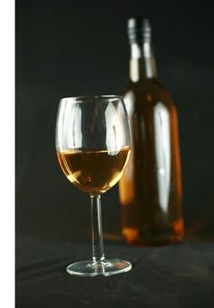 How to Make Homemade Banana Wine – Celebration Generation Good Enough, Homemade Wine Recipes, Homemade Liquor, Banana Wine, Mead Wine, Fruity Wine, Honey Wine, Spirit Drink, Wine Magazine