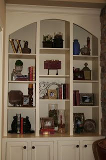 decorating bookshelves the link is bad but the picture is a good start - Decorating Bookshelves
