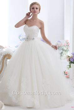 Cocomelody tulle wedding dress for yor rustic wedding. Visit www.forarealwoman.com #fashion #blogger
