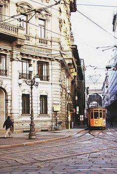 Piazza Cordusio angolo Via Broletto. Milan, Italy
