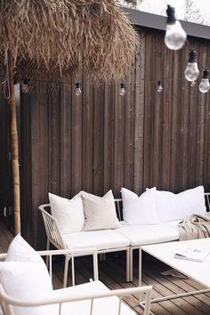 Outdoor Sofa, Outdoor Spaces, Outdoor Furniture, Outdoor Decor, Terrace Garden, Sun Lounger, Rum, Backyard, Baby Videos