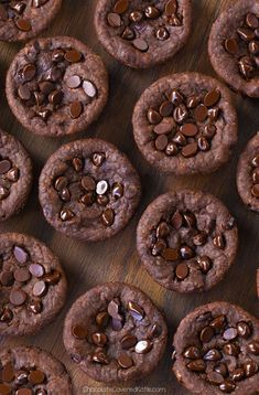 Fudgy Vegan Chocolate Black Bean Brownie Bites – NO Flour Required! Want to quickly become the most popular person at your Fourth of July party? Just make a batch of… Chewy Brownies, Healthy Brownies, Vegan Brownie, Homemade Brownies, Chocolate Brownies, Brownie Recipes, Dessert Recipes, Dessert Blog, Boxed Brownies