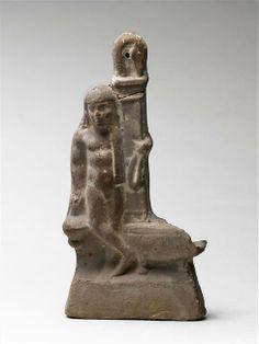 Lampe plastique à suspendre : éphèbe appuyé contre une stèle posée sur une lampe. période hellénistique (323-31 av J.-C.) (Grèce) Paris, musée du Louvre