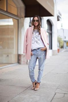 Fall outfit idea: Pastel pink wool coat worn with boyfriend jeans // Song of Style Source by stylecaster Style Désinvolte Chic, Look Boho Chic, Mode Style, Girl Style, Fashion Blogger Style, Look Fashion, Winter Fashion, Fashion Bloggers, Street Style