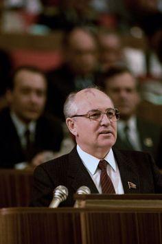 Question/Réponse > Qu'est-ce qui a provoqué la fin de la guerre froide ?