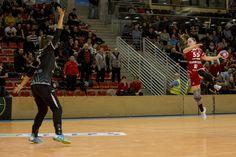 A Fotográfus OKJ tanfolyam résztvevőivel a budaörsi városi sportcsarnokban jártunk és a Tempó Budaörs kézilabdásainak mérkőzéseit fotóztuk. Basketball Court, School, Sports, Hs Sports, Sport