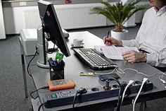 Datenverluste verhindern. Überspannungsschutz-Steckdosen sichern PCs, Telefone und andere Geräte.    Für Computersysteme haben sich Steckdosenleisten mit Überspannungsschutz und Automatikfunktion nach dem Master/Slave-System bewährt. Foto: djd/Hugo Brennenstuhl GmbH & Co.KG