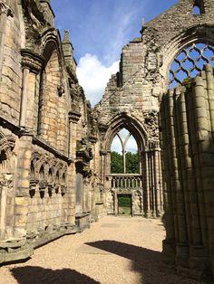 Holyrood Abbey, Edimburgo, na Escócia. Descubra mais no www.wayway.com.br #wayway #edimburgh