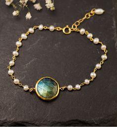 White Pearl Bracelet - Charm Bracelet - Labradorite Bracelet - Gold bracelet - Wire wrapped - Something blue - bridesmaid bracelet