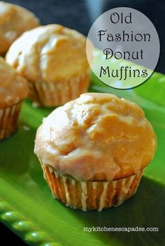 Old Fashioned Donut Muffins - Easy Breakfast Muffin Recipe These muffins taste just like old fashioned donuts and are dipped into a powdered sugar glaze to finish them off. The best recipe - Muffins - Ideas of Muffins Simple Muffin Recipe, Muffin Tin Recipes, Donut Recipes, Baking Recipes, Muffin Tins, Costco Muffin Recipe, Egg Recipes, Light Recipes, Lunch Recipes
