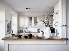 intérieur charme avec du bois et du noir et blanc