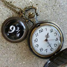 Reloj para amantes de #HarryPotter, disponible en Amazon.com: Magical Express Train Platform 9-3/4 Style Necklace Fantasy Steampunk Pocket Watch Pendant Charm Victorian: Everything Else