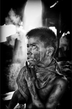 Disadvantaged Children - Photography by Thomas Tham. S)