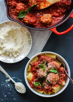 Baked Turkey Parmesan Meatballs with Rigatoni and Chunky Tomato Basil Sauce - Delicious healthy turkey parmesan meatballs that are baked and served over rigatoni with an easy tomato basil sauce. Healthy Pasta Recipes, Healthy Pastas, Cooking Recipes, Healthy Foods, Healthy Comfort Food, Healthy Eating, Parmesan Meatballs, Baked Turkey Meatballs, Tomato Basil Sauce