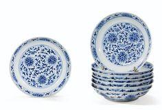 Ensemble dehuit coupes en porcelaine bleu blanc Marques et époque Kangxi (1), Xianfeng (2)et Tongzhi (5)