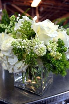 36 Rustic Green And White Flower Arrangements Design Ideas - HOMYFEED - arranjos pequenos - White Floral Arrangements, Flower Arrangement Designs, Beautiful Flower Arrangements, Flower Arrangements Hydrangeas, Green Wedding Flower Arrangements, Green Centerpieces, Wedding Centerpieces, Wedding Decorations, Table Decorations