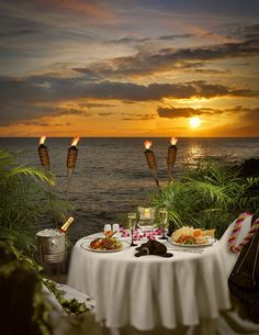 Seaside dining, Hawaii