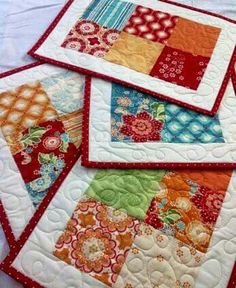 Mug rugs or Quilted Placemats Table Runner And Placemats, Quilted Table Runners, Quilt Placemats, Fall Placemats, Mug Rug Patterns, Quilt Patterns, Placemat Patterns, Small Quilts, Mini Quilts