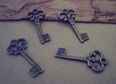 Hey, I found this really awesome Etsy listing at https://www.etsy.com/uk/listing/184234694/60pcs-of-antique-bronze-key-pendant