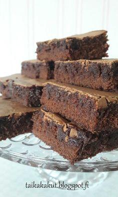 Tarun Taikakakut: Täydellinen ja samettinen brownie x Cake Bars, Love Food, Brownies, Food And Drink, Sweets, Chocolate, Desserts, Pasta, Deserts