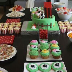 Love the popcorn in the muffin cups, and the cupcakes!