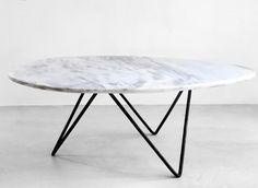 Dieser Couchtisch Mit Einer Tischplatte Aus Marmor Und Eisernen Tischbeinen  Ist Ausgezeichnet Für.