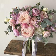 Bouquet for bride! 以前ご紹介したブーケに少し紫を足した感じで、といただいたオーダーブーケです。このシャクヤクは本当に人気がありますね〜◎ありがとうございました!素敵な1日を♪ * #lesfavoriswedding #wedding #bridalbouquet #weddingbouquet #preservedflowers #dryflower #花嫁diy #futakotamagawa #オーダーメイドブーケ #ウェディング #大人婚 #おしゃれ婚 #ナチュラルウェディング #ガーデンウェディング #ホテルウェディング #前撮り #後撮り #持ち込みブーケ #プレ花嫁 #花嫁会 #2017冬婚 #2018春婚 #2018夏婚 #2018秋婚 #2018冬婚 #プリザーブドフラワーブーケ #ドライフラワーブーケ #造花ブーケ#lesfavorisbouquet #marryxoxo