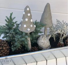 DIY: autumn decoration with mushrooms made of kneading concrete from Deko-Kitchen - DIY: Autumn decoration for the window with mushrooms made of kneading concrete - Pallet Furniture Designs, Fall Decor, Holiday Decor, Pallet Creations, Diy Décoration, Xmas, Christmas Ornaments, Garden Ornaments, Fall Diy