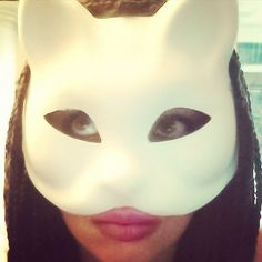 "10 Me gusta, 1 comentarios - Jahsmine Sara Indigo (@jazzmine.s) en Instagram: ""#cat #woman #mask #braids #eyes #hair #jamaican #natty #dread #lips #style #afro #girl #lioness #me…"""