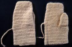 Nalbound mittens, Finland - Kirvu, Carelian Isthmus (Russia since 1944). Length 22 cm, width 7.5-11 cm.