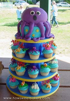 cute octopus cake and cupcakes! so sweet for an ocean-themed kids b-day party! Pretty Cakes, Cute Cakes, Beautiful Cakes, Amazing Cakes, Octopus Cake, Sea Cakes, Fancy Cakes, Cookies Et Biscuits, Cake Creations