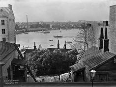 Kuvassa näkyvät Siltasaarensalmi ja Sörnäisten ranta. Etualalla Kristianinkatu 9:n piha. Foto: Signe Brander, 1910.