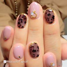 大人のピンクコーデ人気は継続しそう! 甘くなりすぎない大人の為のピンク。 ダスティピンクのワンカラー(o^^o) シースルー絶妙な透け感と色の 組み合わせに癒されますよ。アンドネイル Nail Art, My Favorite Things, Nails, Beauty, Enamels, Fingernail Designs, Ongles, Finger Nails, Cosmetology