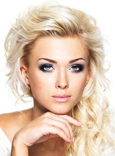 Blaue Augen schminken - Ausdrucksvolles schönes Augen-Make-up