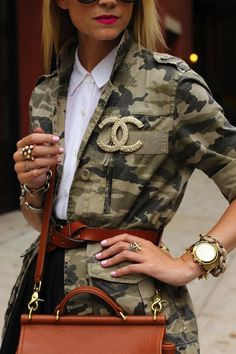 Camo Chic | Great belt and bag, Chanel pin, oversized watch, and jewelry. |= (ACCESSORIES SHOW)